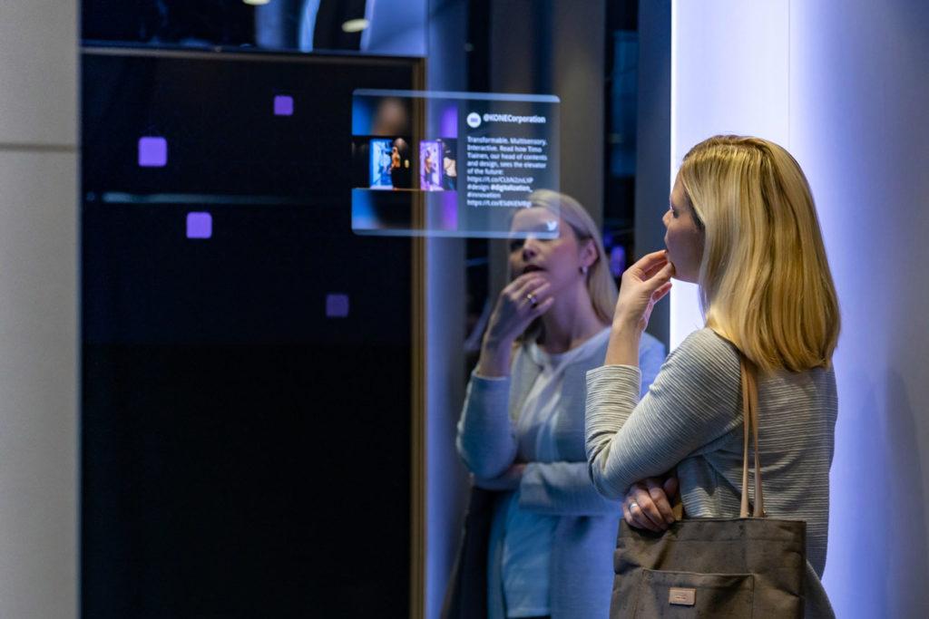 Intégration et pose écrans Connectés ascenseurs BlueWaveTechnologies